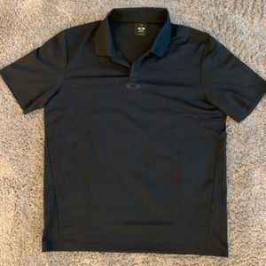 Black Oakley golf shirt